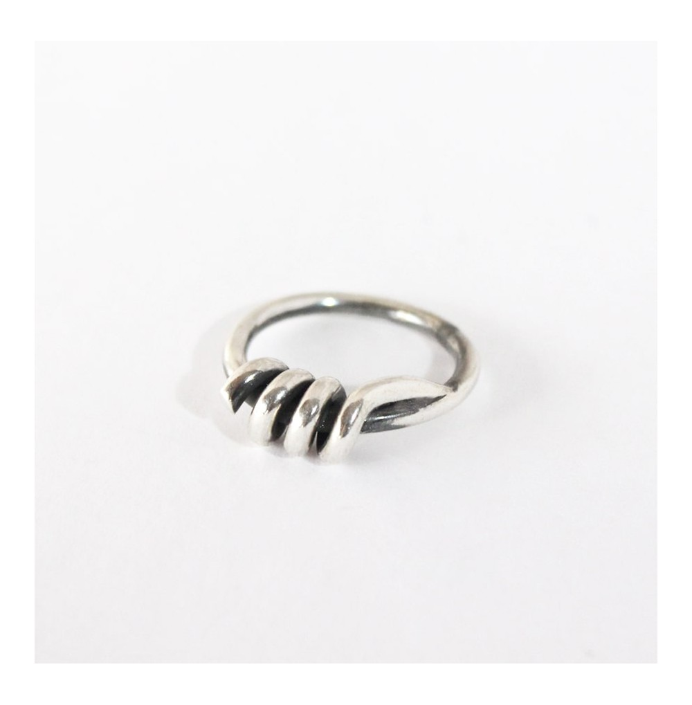 Different Knot - Ring